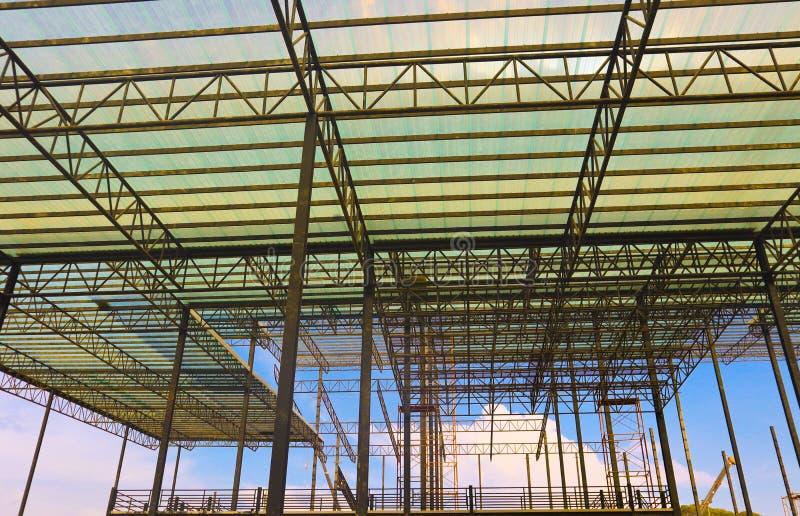 Metallstahl- und Aluminiumrahmenkonstruktion f?r Fabrik- und Lagerbaugewerbe stockbilder