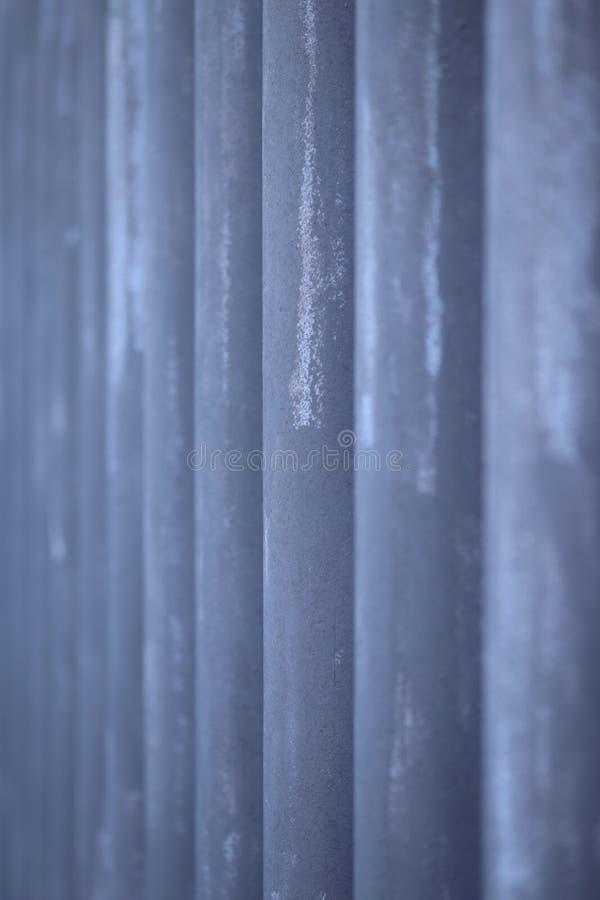 Metallstaket med vertikala beståndsdelar arkivfoto