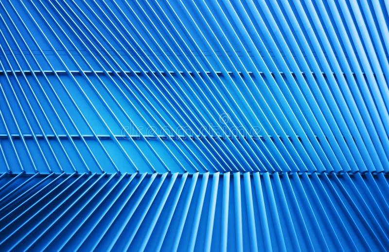 Metallstruktur i blått ljus arkivfoto