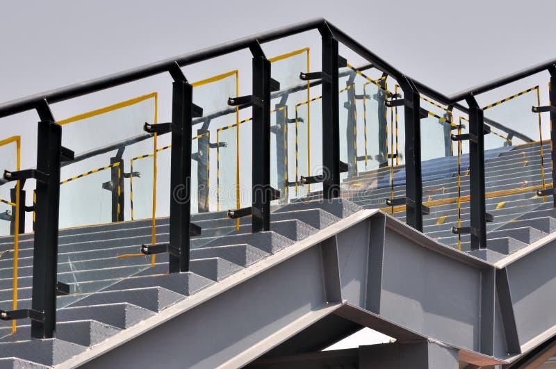 Metallstufemuster lizenzfreies stockfoto