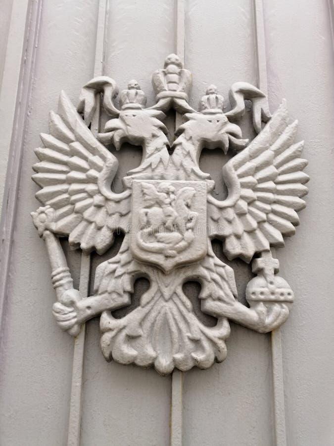 Metallsymbol på porten arkivbild