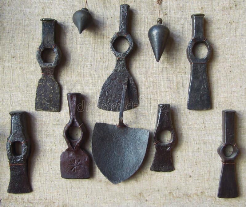 Metallteile eines Altbauwerkzeugs lizenzfreie stockfotos