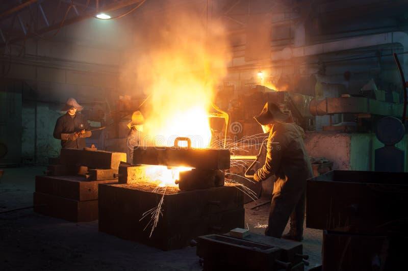 Metallurgical växt, varm metallrollbesättning royaltyfria foton