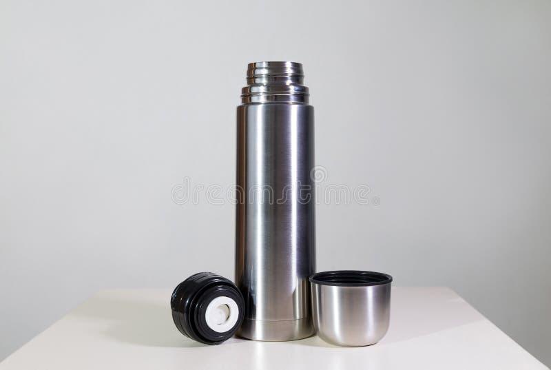 Metallvakuumflasche stockfotos