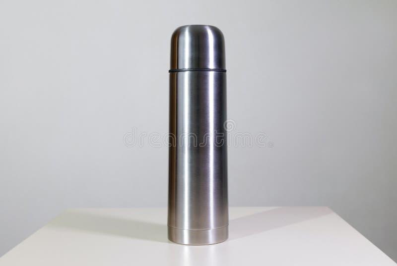 Metallvakuumflasche lizenzfreies stockbild