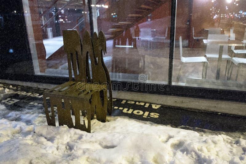 Metalu chrzcielnica Rdzewiejący krzesło obrazy stock