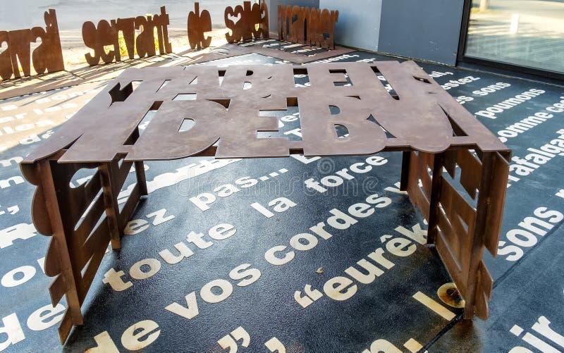 Metalu chrzcielnica Rdzewiejący stół zdjęcia royalty free
