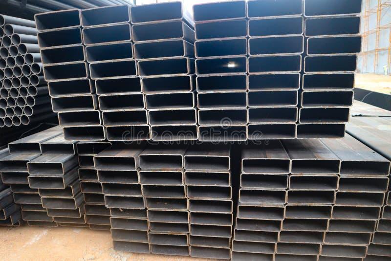 Metalu i aluminium drymb rozsypisko w ?adunku magazynie dla transportu fabryka zdjęcie royalty free