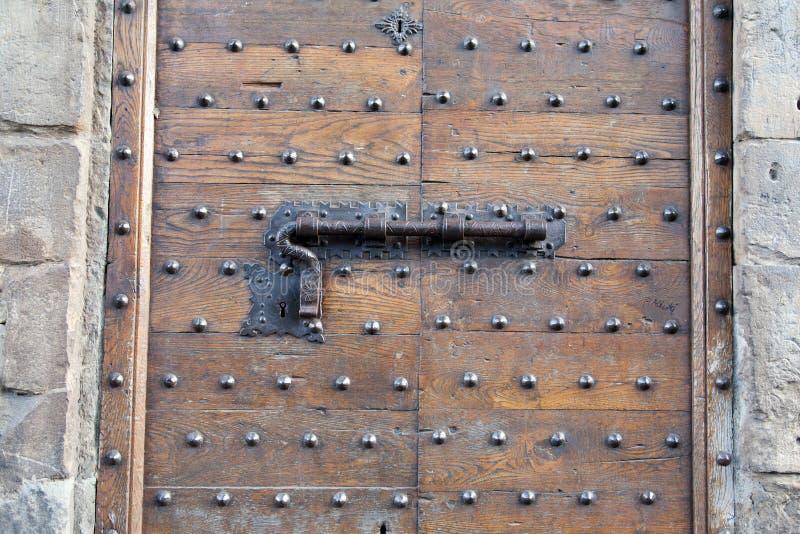 Metalu kędziorek na Drewnianym drzwi i rygiel zdjęcia stock
