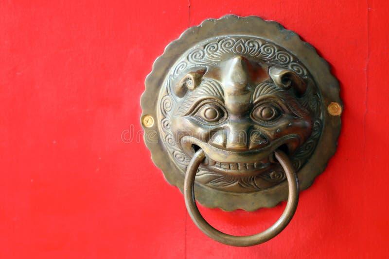 Metalu lwa Chińskiej głowy drzwiowy knocker zdjęcia stock
