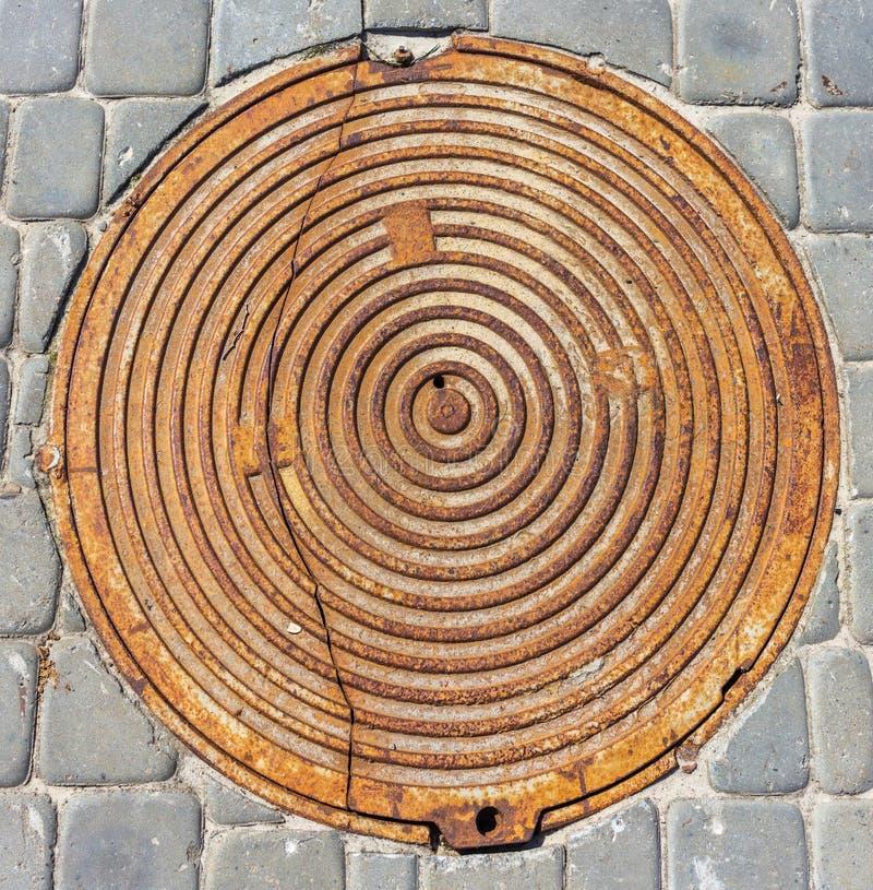 Metalu manhole pokrywy zakończenie fotografia royalty free