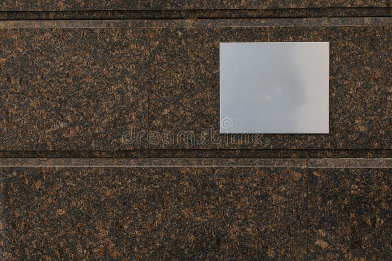 Metalu nameplate rama na piaskowiec ścianie plenerowej obrazy stock