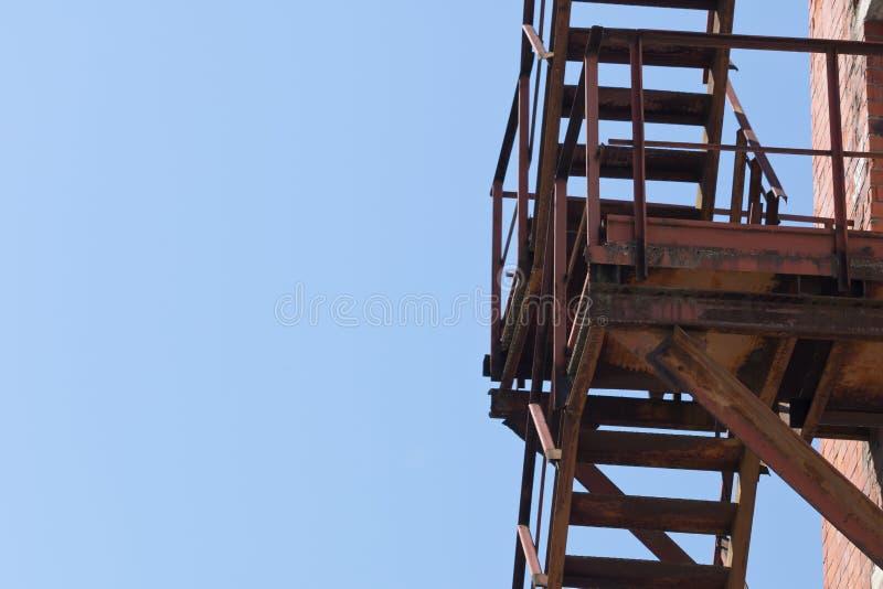 Metalu ośniedziały schody zdjęcia stock