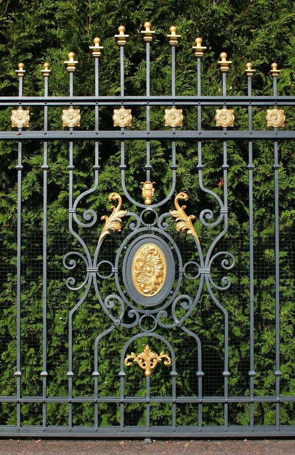Metalu ogrodzenie formalny parkowy zbliżenie zdjęcia stock