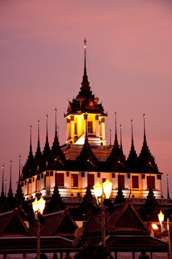 Metalu pałac przy zmierzchem, Bangkok fotografia royalty free