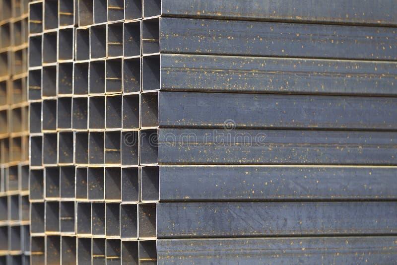 Metalu profilu drymba prostokątny przekrój poprzeczny w paczkach przy magazynem metali produkty zdjęcia royalty free