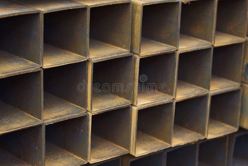 Metalu profilu drymba prostokątny przekrój poprzeczny w paczkach przy magazynem metali produkty zdjęcia stock