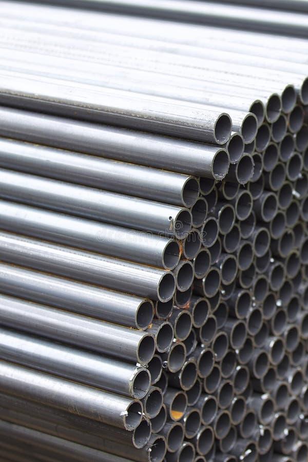 Metalu profilu drymba round sekcja w paczkach przy magazynem metali produkty zdjęcie stock