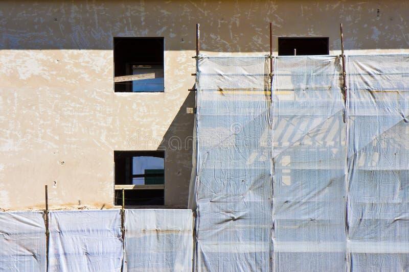 Metalu rusztowanie dla przywr?cenia budynek w w?oskiej budowie zdjęcie stock
