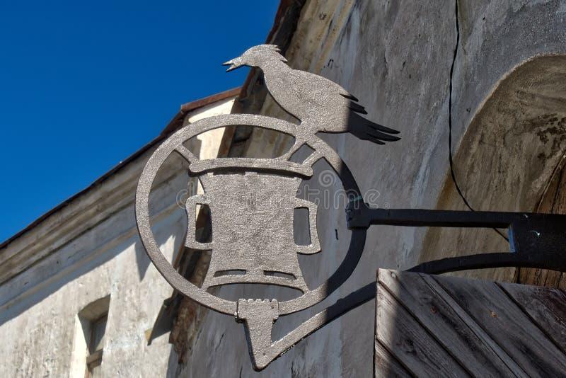 Metalu signboard na starym sklepie zdjęcie royalty free