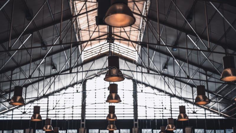 Metalu sufit ogromny budynek zdjęcie stock