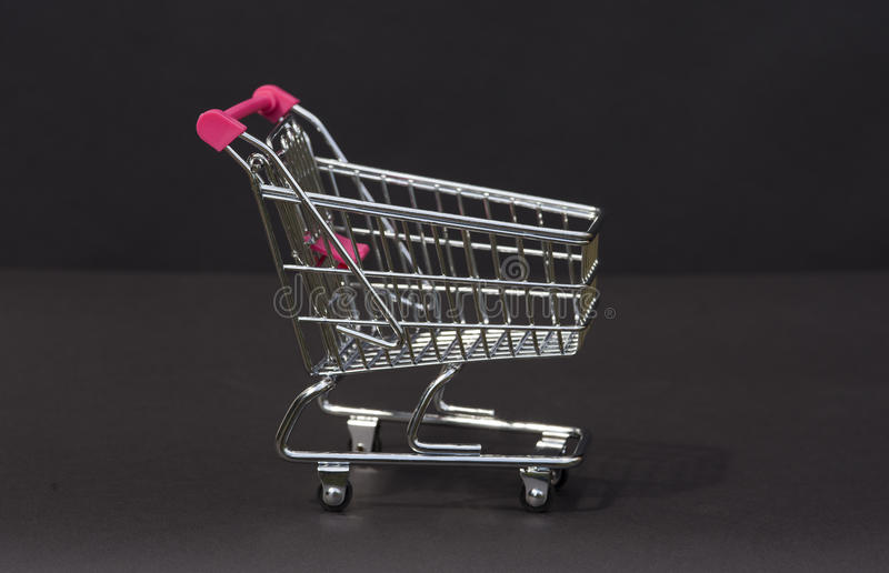 Metalu supermarketa tramwaj w miniaturze zdjęcie stock