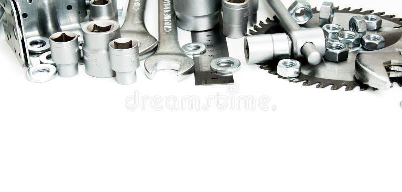 metalwork Sierra, llave inglesa, regla y otras herramientas encendido fotografía de archivo