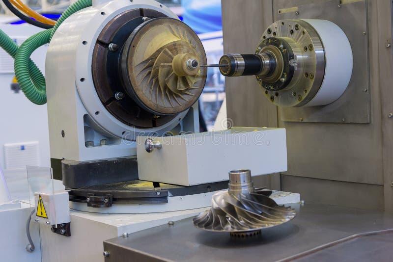 Metalworking CNC działa w demonstracja trybie obrazy royalty free