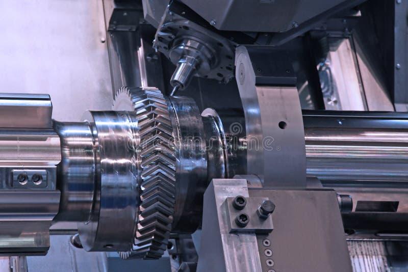 Metalworking przemysł: CNC tokarka zdjęcia stock