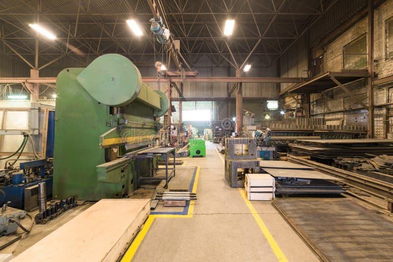 Metalworking sklep Gilotyn strzyżenia, szlifierskie maszyny zdjęcia royalty free