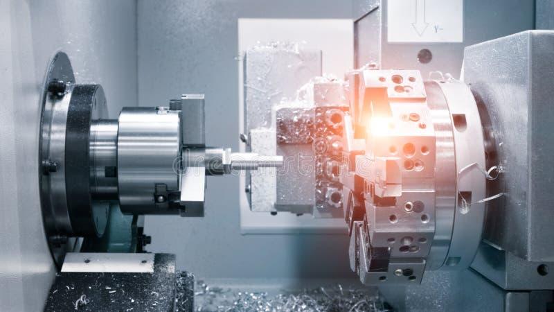 Metalworkingbransch borra ett h?l p? modern metall som arbetar bearbeta med maskin mitten royaltyfri fotografi