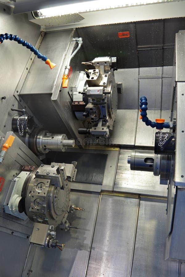 MetalworkingCNC-maskin fotografering för bildbyråer