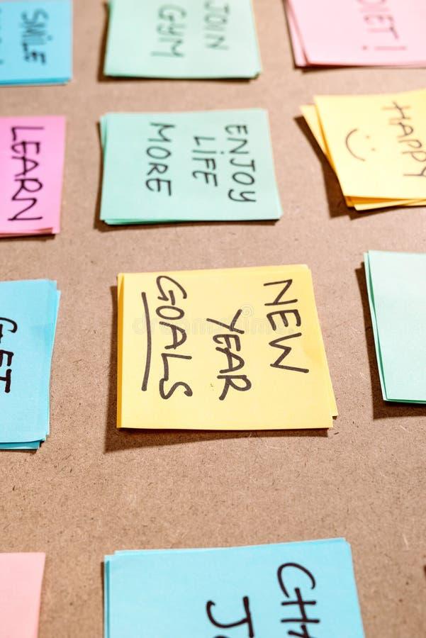Metas del Año Nuevo de la palabra de la motivación 'en tarjeta rosada fotografía de archivo