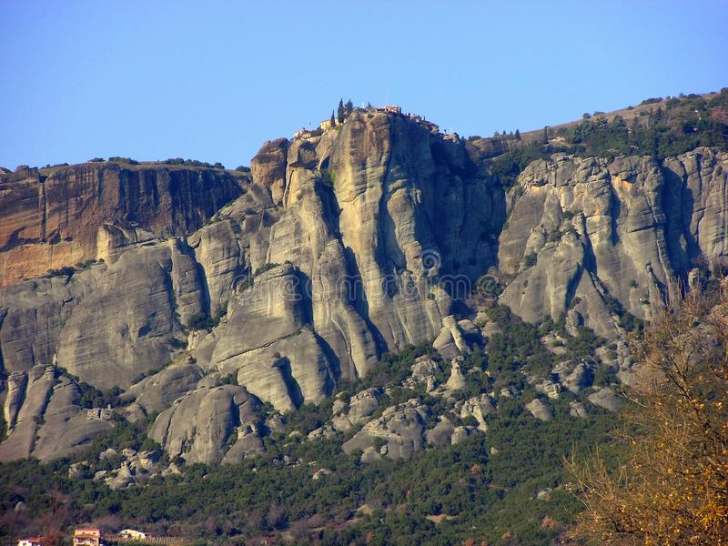 Meteora, горная порода в Греции, с монастырями на верхней части стоковая фотография
