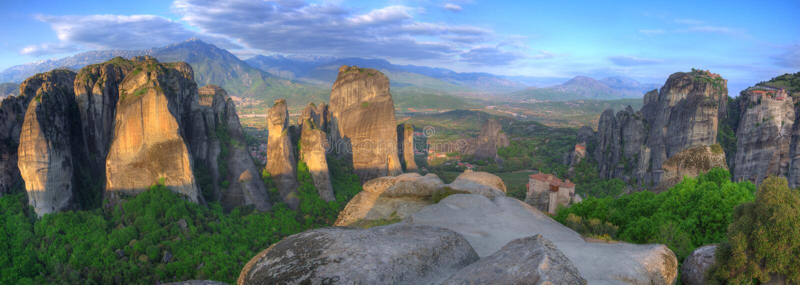 Meteora, Griekenland - Klooster Heilige Nicholas Anapausas, Roussanou-Klooster, Groot Meteoor en Klooster Heilige Varlaam royalty-vrije stock foto's