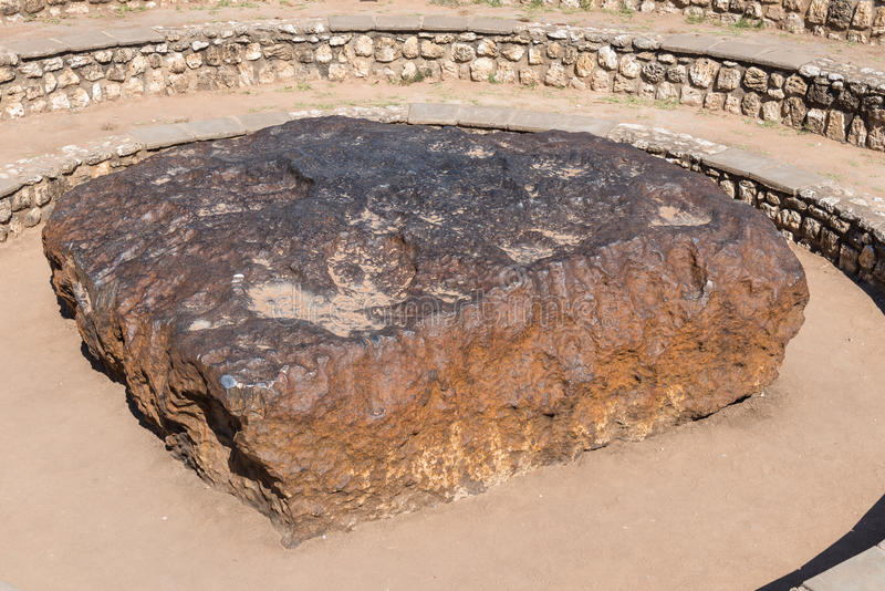 Meteorito en Namibia, el meteorito mayor conocido de Hoba en la tierra fotos de archivo