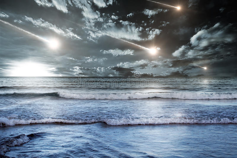 Meteoritos al cielo fotos de archivo