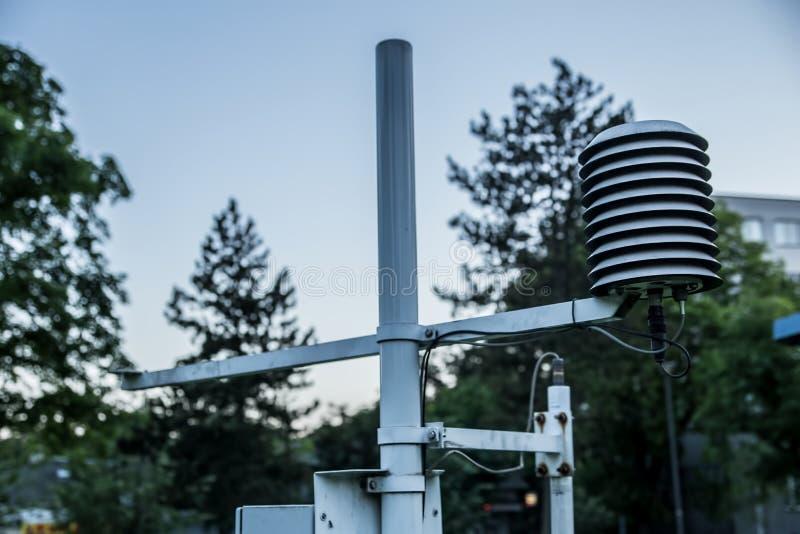 Meteorologiczny instrument dla pogodowego ` s cyrklowania przy Meteorologiczną stacją w Belgrade obrazy stock