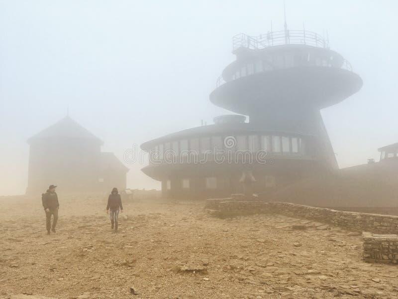 Meteorologiczny obserwatorium na Sniezka górze obraz stock