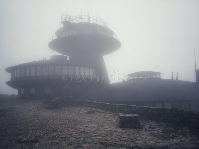 Meteorologiczny obserwatorium na Sniezka górze fotografia stock
