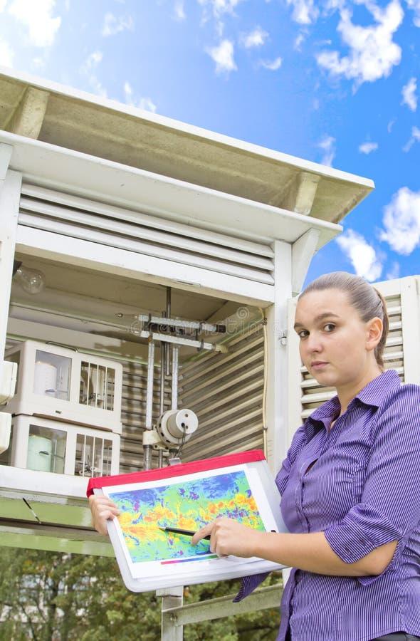 Meteorologista preocupado da mulher nova fotografia de stock royalty free