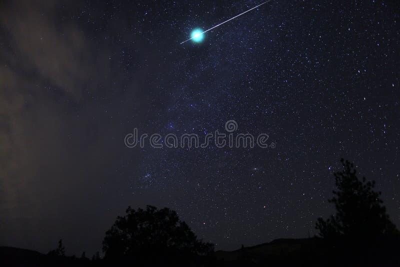 Meteorowa kula ognista wybucha natychmiast, Oregon, Kaskadowy Na Siskiyou obraz royalty free