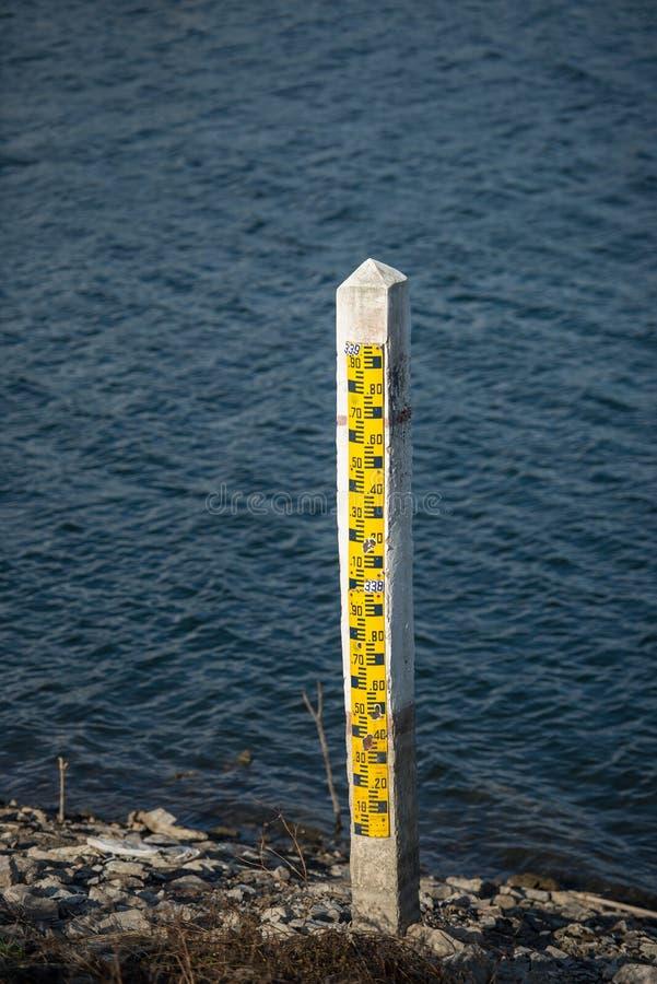 Meter för vattennivå arkivbild