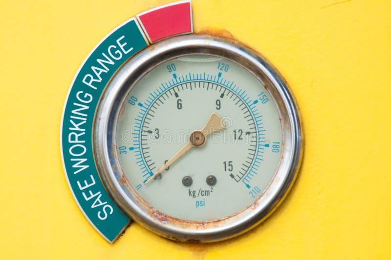 Load Indicator Pipe Hanger : Meters or gauge in crane cabin for measure maximun load