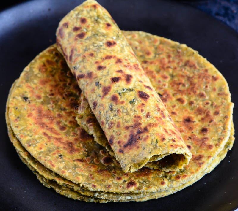 Methi Paratha ou Theple, petit déjeuner indien images libres de droits
