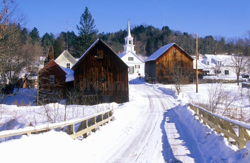 Methodistische Kirche im Wartezeit-Fluss, VT im Winterschnee lizenzfreie stockfotos