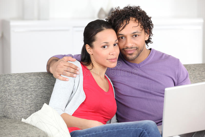 Metis par som gör datoren arkivfoto