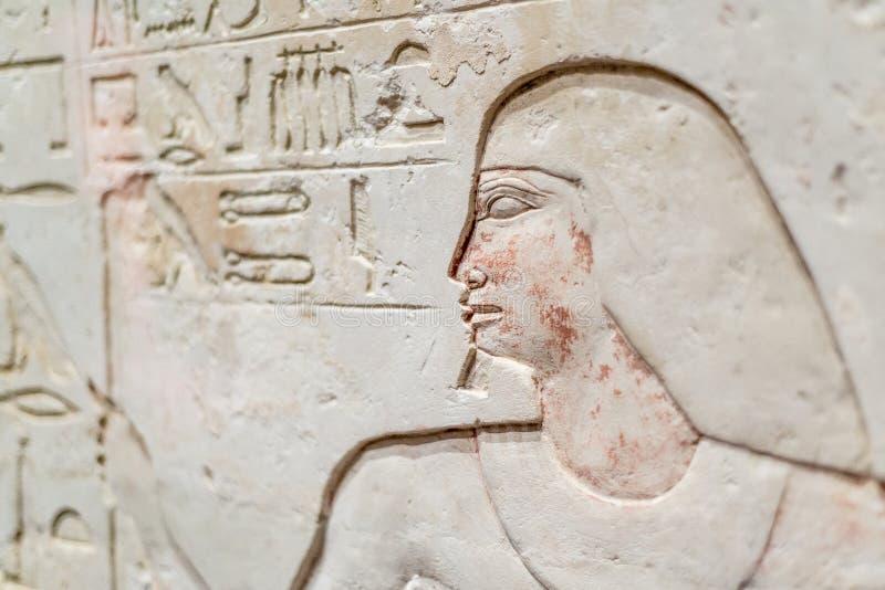 Metjetji met Zijn Dochter en Zoon met Egyptische hiërogliefen stock afbeeldingen