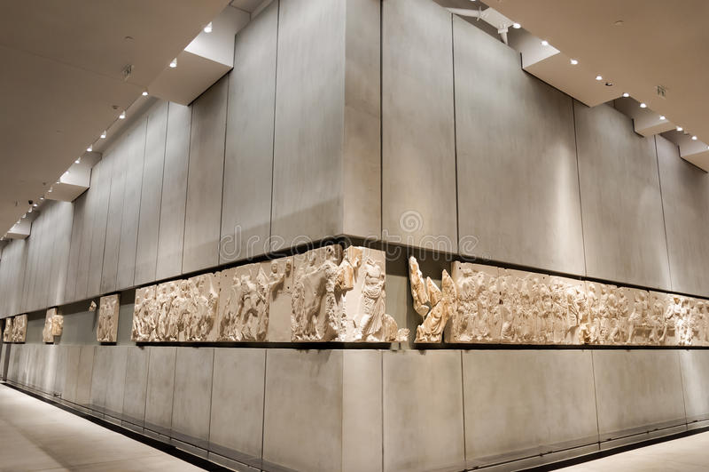 Metopes del nivel 3 del museo de la acrópolis imagen de archivo libre de regalías