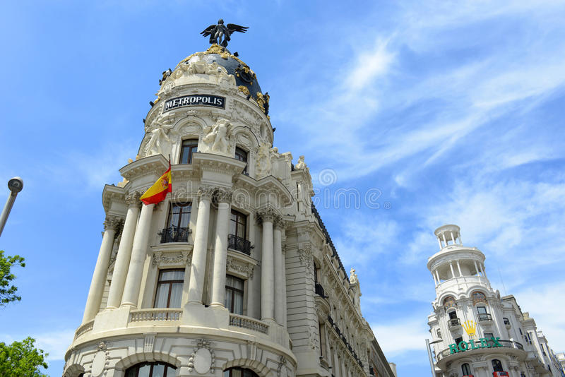 Metrópole e construção gramínea, Madri, Espanha fotos de stock